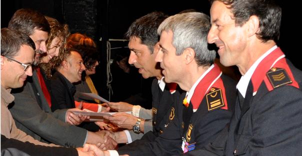 Jordi Frau, coordinador de l'equip, en el moment de rebre el reconeixement
